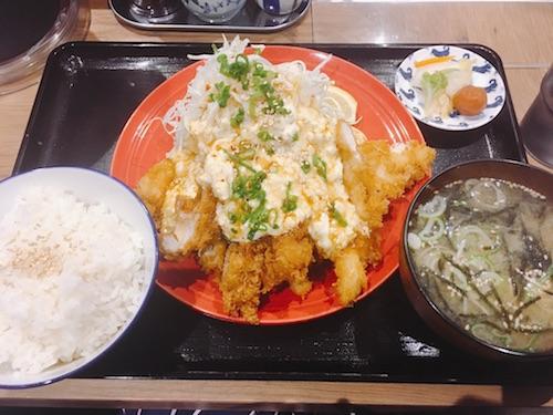 【東京・高円寺】の 【とりかつ たるたる 金いろ 】さんをご紹介します。