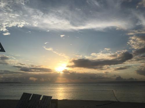 美しすぎるビーチ!!沖縄・那覇から日帰りできる『瀬底島』